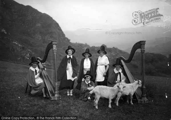 Beddgelert, The Snowdonia Harp Choir c.1938