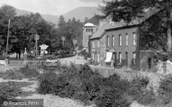 Beddgelert, War Memorial And Saracen's Hotel Sign 1931