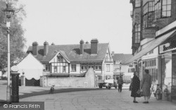 Beddington, Chatting In Plough Lane 1952
