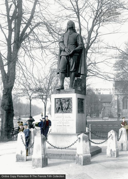 Bedford, Bunyan's Statue 1898