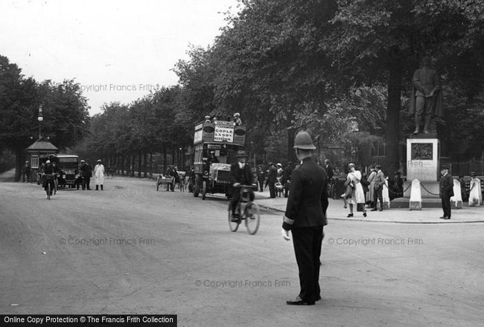 Bedford, Bunyan's Statue And Street 1921