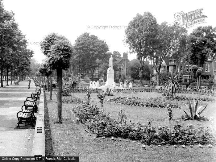 Photo of Bedford, Embankment Gardens c1955