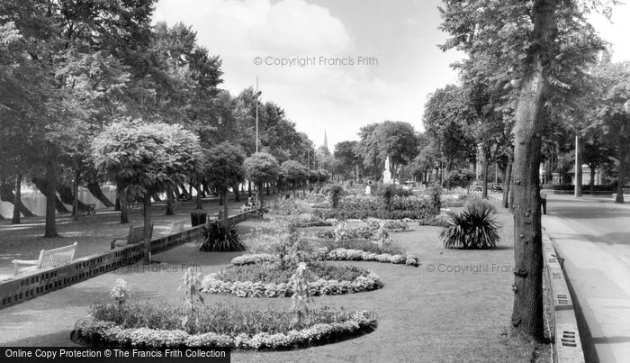 Bedford, Embankment Gardens c.1965