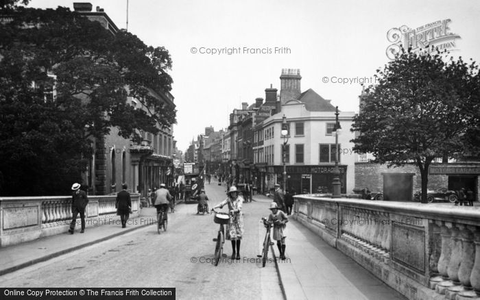 Photo of Bedford, High Street from Town Bridge 1921