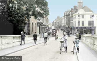 Bedford, High Street from Town Bridge 1921