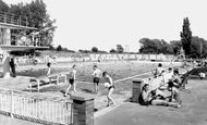 Bedford, Newnham Outdoor Pool c1960