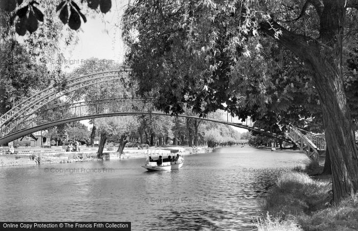 Bedford, The Great Ouse And Suspension Bridge c.1955