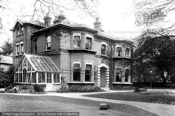 Benhilton, The Hilton 1904