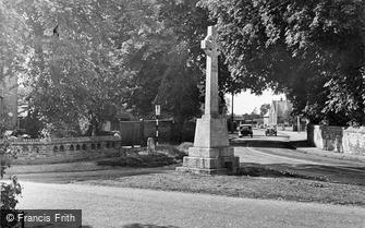 Benson, the War Memorial c1955