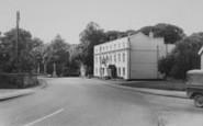 Benson, The White Hart And Memorial c.1965