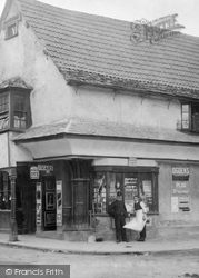 Berkeley, A Shop 1904
