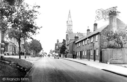 Berkhamsted, High Street And Baptist Church c.1950