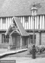 Berkhamsted, The Court House Porch And Street Lamp c.1960