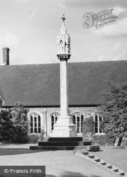 Berkhamsted, War Memorial c.1960