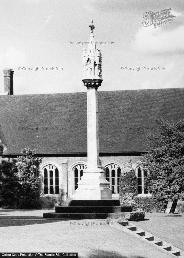 Berkhamsted, War Memorial c1960