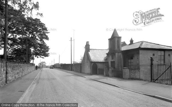 Bersham, Chapel And Wrexham Road 1952