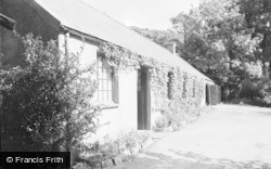 Betws Garmon, Everest, Plas-Y-Nant C.E Holiday Home 1950