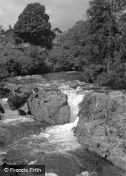 View From The Bridge 1953, Betws-Y-Coed