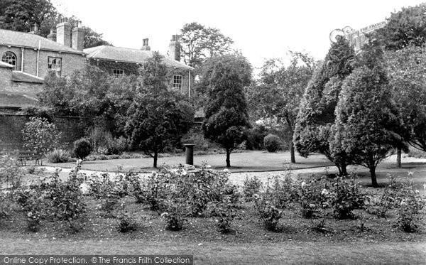 Beverley, Champney Gardens c.1965