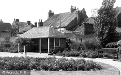 Beverley, Lord Roberts Road Gardens c.1965