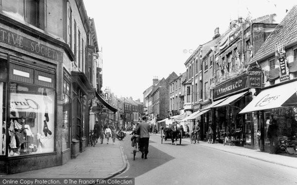 Photo of Beverley, Toll Gavel c1952