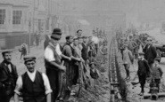 Bewdley, Men Laying Water Pipes, Load Street 1901