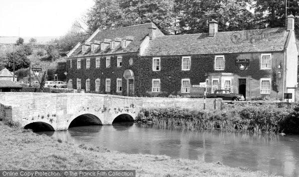 Bibury, the Swan Hotel c1955