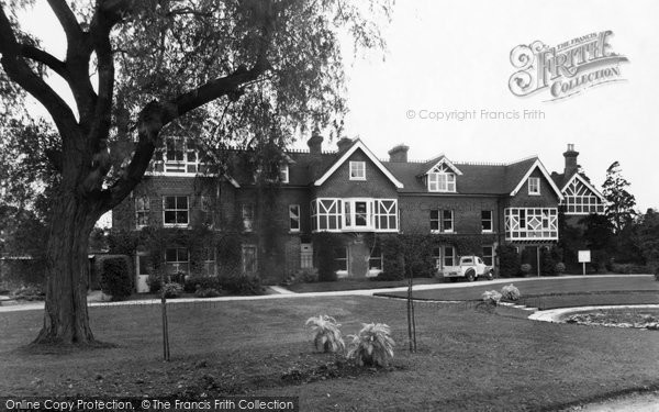Photo of Bicester, the Garth c1955