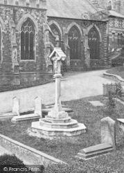 Bideford, Cross, St Mary's Churchyard 1919