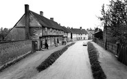 Bildeston, Old Weaving Houses, Chapel Street c.1960