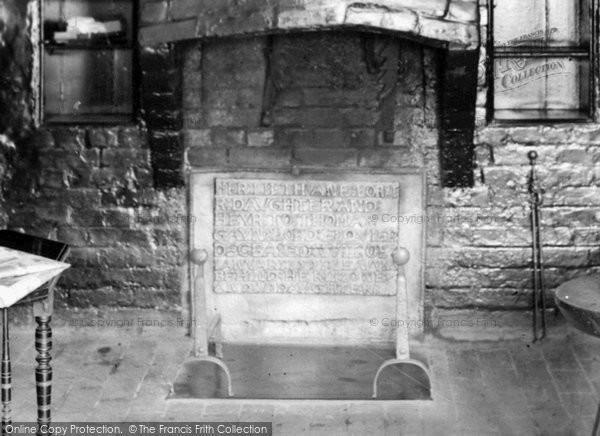 Billingshurst, Ye Olde Six Bells, An Old Fireplace 1923