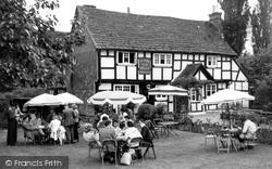 Billingshurst, Ye Olde Six Bells c.1960