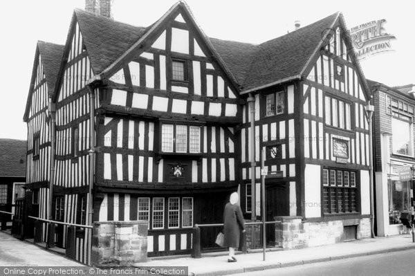 Bilston, The Greyhound And Punch Bowl Inn c.1965