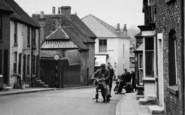 Bishop's Waltham, People In Bank Street c.1955