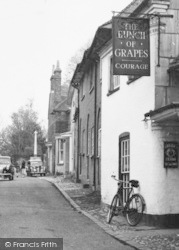 Bishop's Waltham, The Bunch Of Grapes, St Peter's Street c.1955