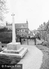 Bishop's Waltham, War Memorial and St Peter's Street c1955