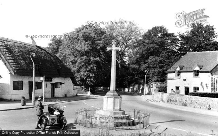Photo of Bishops Cleeve, Kings Head, War Memorial and Post Office c1960