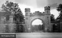 Entrance To Duke Of Atholl's Grounds 1905, Blair Atholl