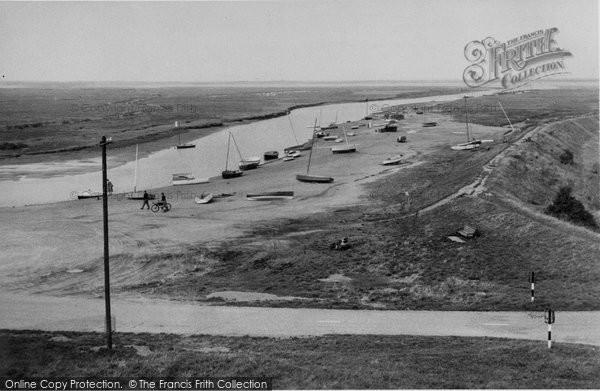 Blakeney, The Embankment From Mariner's Hill c.1950