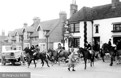 Bletchingley, The Hunt At Ye Olde Whyte Harte Hotel c.1965