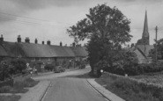 Bloxham, The Village And Church c.1955