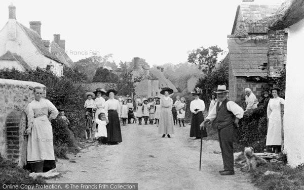 Blunsdon, Lower Village Road 1911