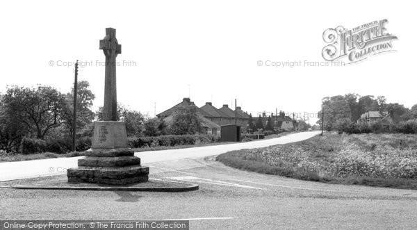 Bluntisham, the Memorial and Main Road c1960