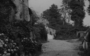 Bodinnick, A Lane In The Village 1913