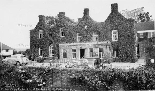 Boreham Street, White Friars Hotel c.1955