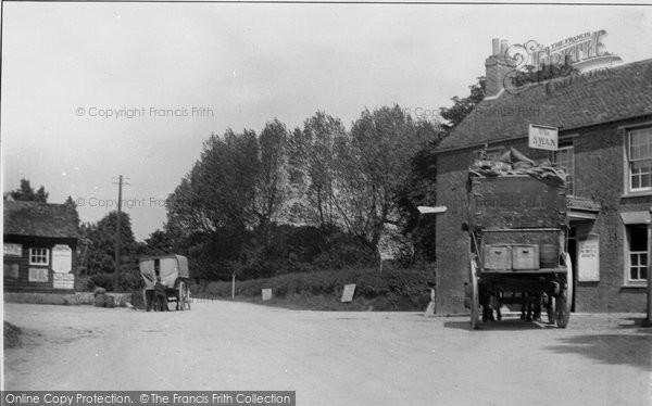 Bosham, Stagecoach At The White Swan c.1900