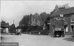Bosham, Stagecoach At The White Swan c.1900