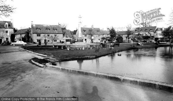 Bourton On The Water, Memorial Corner c.1955