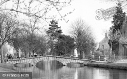 Bourton-on-The-Water, The River c.1955