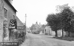 Bourton-on-The-Water, The Village c.1950